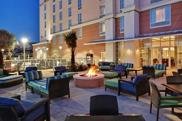 Best Orlando Airport Family Hotels - Hampton Inn Suites Orlando Airport Gateway Village