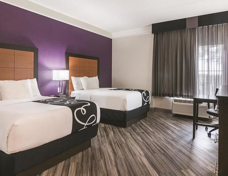 10 Best Orlando Airport Family Hotels - La Quinta Inn Suites Orlando Aiport North